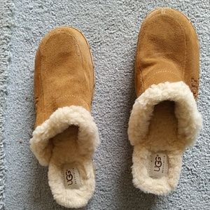 EUC. HARDLY WORN.  UGG CLOGS WITH WOOL